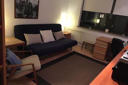 Lyst rummeligt værelse på 1.sal med masser af lys - Farum