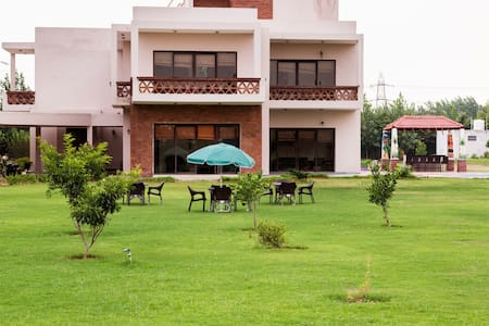 Peaceful Farmhouse With Pool - Gurgaon