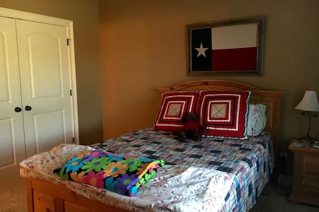 Cozy & Quiet Room in Home Near Ole Miss - Oxford