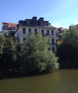 Städtische Unterkunft am Fluss - Lipsia