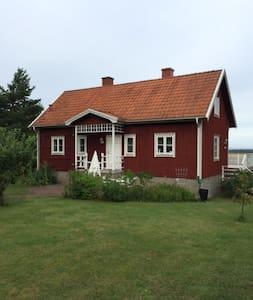 Hus i charmiga Karlevi nära Färjestaden - Hus