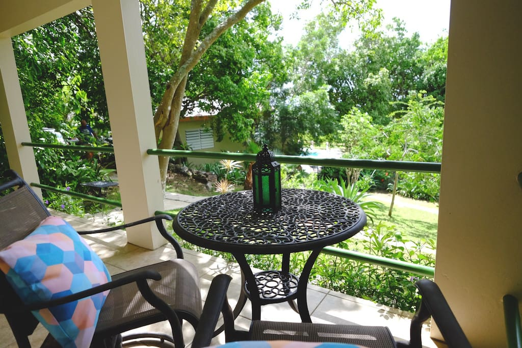 Outdoor lounging on Casita Verde's terrace