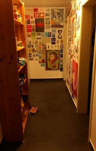 Gemütliches und helles Zimmer, voll möbiliert. - Wohnung