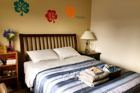 New! Cozy-n-Clean Room Close to MSU - Lakás