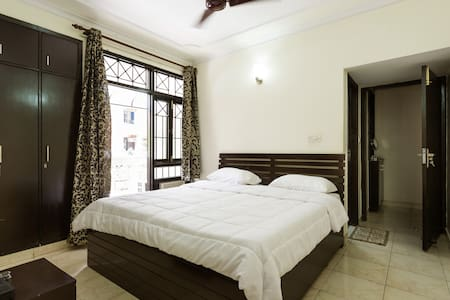 Private Room in 4BHK Dwarka - Lejlighed