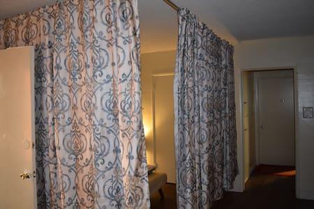 Semi Private Room Free WiFi (43) - 公寓