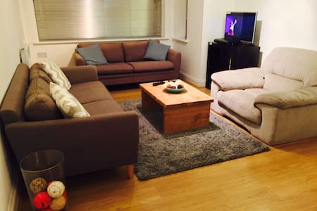 Brilliant 2 Bed Flat: walk to Watford Station/Mall - Pis