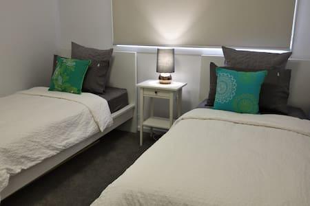 Room w/private bath near Stromlo - Wright - Appartamento
