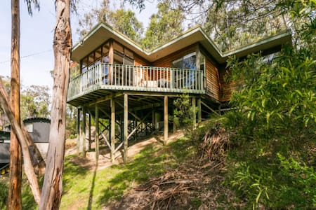 Yaringa: Retreat in the Trees - Kennett River - Talo