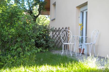 Studio en duplex proche d' Annecy - Rumah