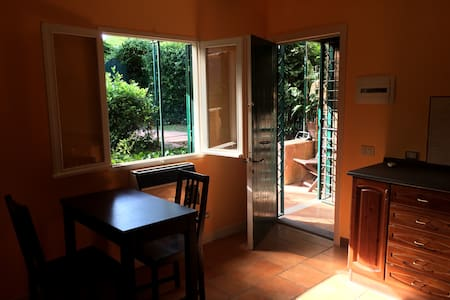 Orange-Cottage with garden-Appia Antica Park - Rome - Cabane