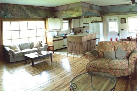 3 Bdrm Crescent Beach Cottage