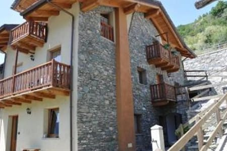 ITALIAN ALPS-FREE HELP WITH SKIING - Montan-angelin-arensod - Bed & Breakfast