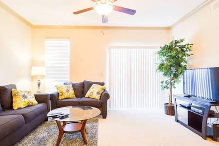 2206 Executive 2BR Suite-Lenexa!! - Appartement
