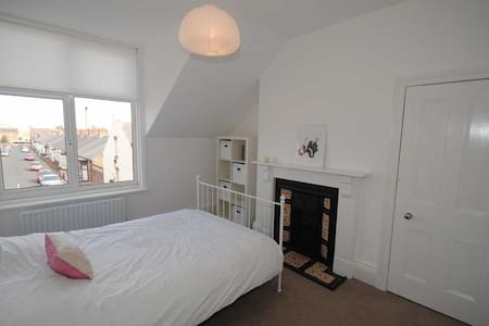 Double Bed in Central Location - House