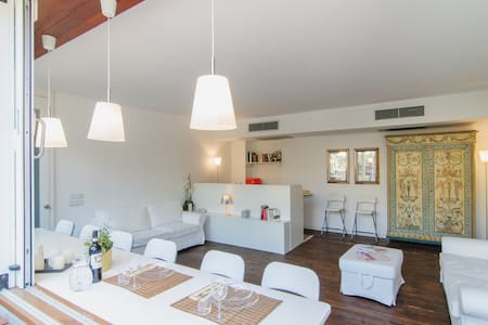 Sunny apt in the center of Arezzo - Leilighet