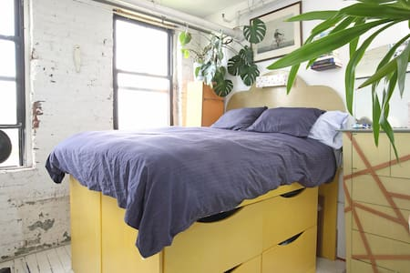 Sunny Room in Classic Artist's Loft - Brooklyn - Apartment