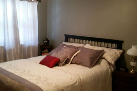Cozy single bedroom on the 1st flr - Florissant