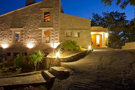 Room type: Entire home/apt Property type: Villa Accommodates: 7 Bedrooms: 3 Bathrooms: 2