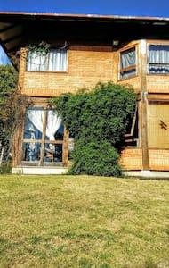 Charmosa casa em colina com vista maravilhosa - Nova Friburgo