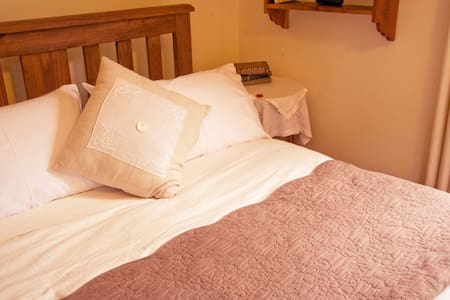 Stone's Throw Suite, Belgrave - Bed & Breakfast