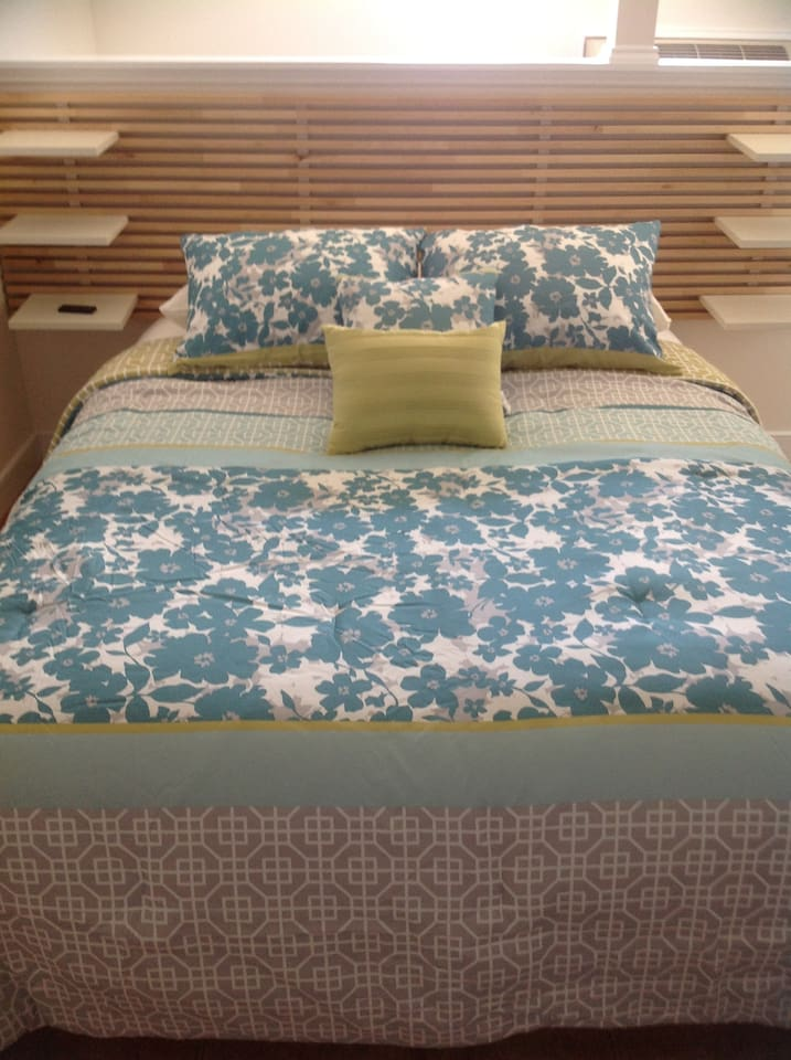 Comfortable and beautiful queen size bed