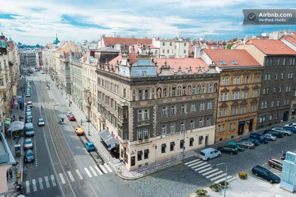 view from the kitchen balcony - the square is Strossmayerovo Namesti - 24h public transport