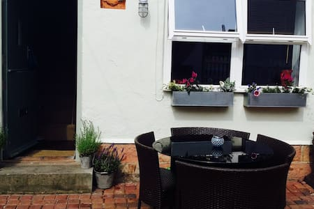 Crab Cottage (charming courtyard) - Staithes