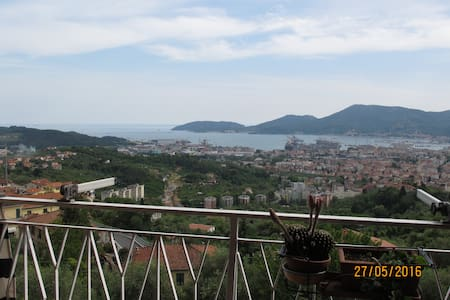 30 steps from the sky, near to 5 Terre & Lerici - Lejlighed