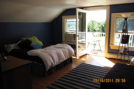 Large Room in HudsonValleyFarmhouse - Hopewell Junction - Ev