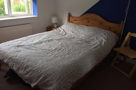 Double bed room. Parking outside the house. - Hedge End
