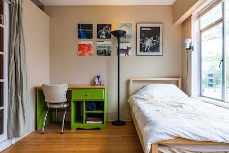 Sunny Spacious Room @ Transit Hub! - Vancouver - Apartment
