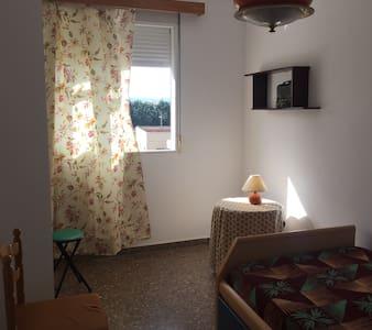 Acogedora habitación individual - Burjassot