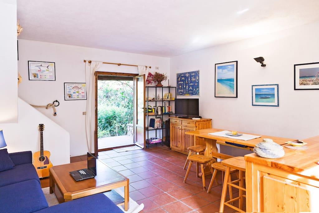 livingroom - main entrance from front garden