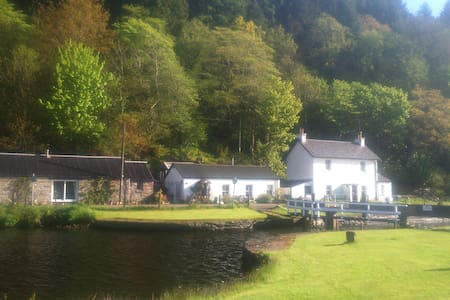 The Cottage on The Crinan Canal - Cairnbaan - House
