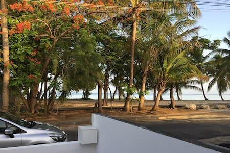 Maison en face de la plage du souffleur - Dům