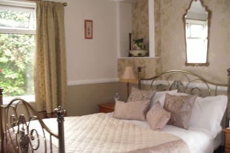 Cartref 4 star Guesthouse - Caernarfon - Townhouse