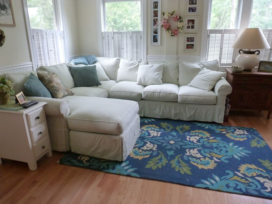 Living room has flat screen tv