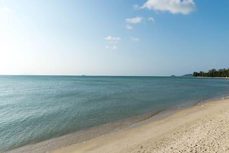 MI40: 1 сп. дом с терассой в 80 м. от моря - Остров Самуи