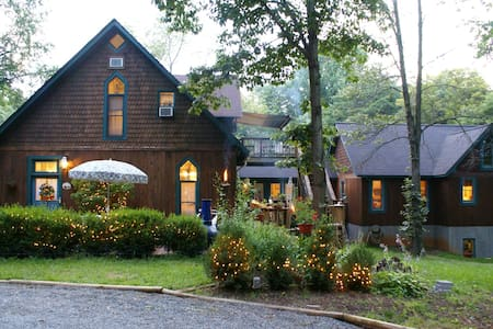 Room type: Private room Property type: Bed & Breakfast Accommodates: 6 Bedrooms: 1 Bathrooms: 2