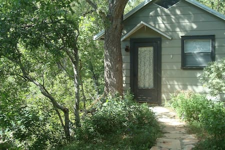GraceGardens:  Rustic Oak Cabin - Martindale - Kulübe