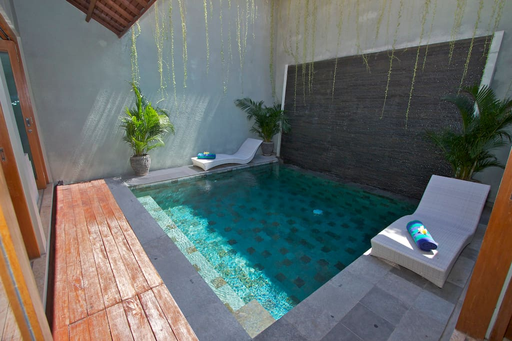 Pool with water wall