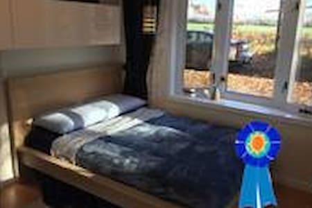 :)RUSTIC ROOM-Cozy Room BaRGaIN W/HoT TUB - Greenwood - Ev