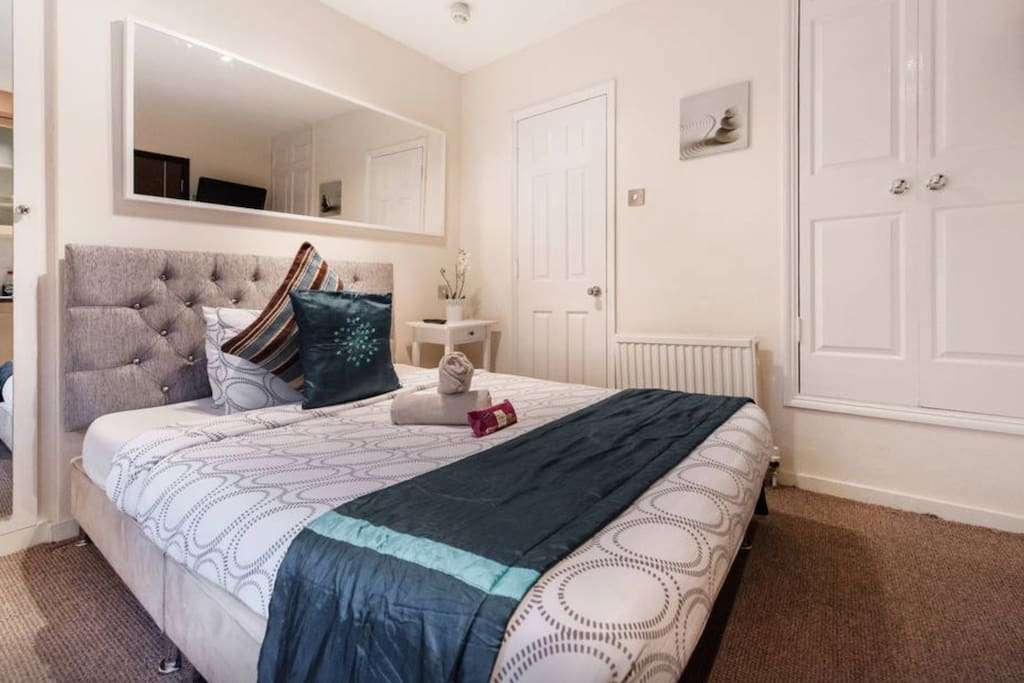 Cute small apartment wifi apartments for rent in london for Cute small apartments
