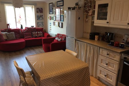 Quiet whole 2 bed house!