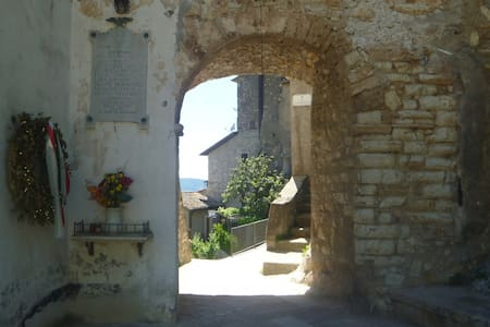 Typical small medieval village with garden - terni - Apartment