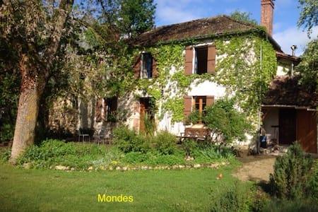 Doppelzimmer Im Landhaus Mondes - Rumah