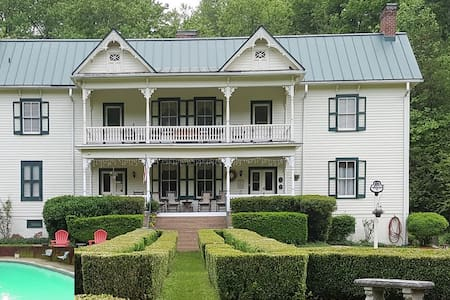 The Mountain Rose Inn - Bed & Breakfast