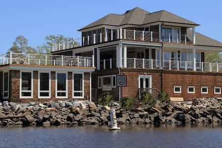 Exec. Yacht Suite-Wildlife Getaway - House