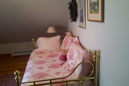 Cozy Room in Private, Country Home - Walpole - House